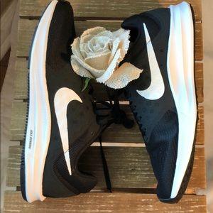 Women's Nike downshifter 7 running shoe